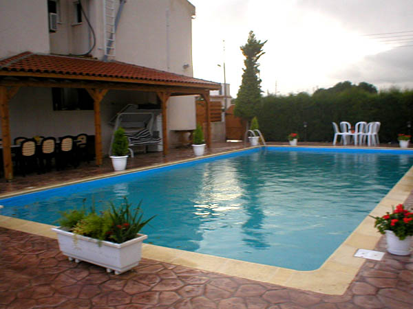 Four bedroom house with swimmimg pool near larnaca for Four bedroom house with pool