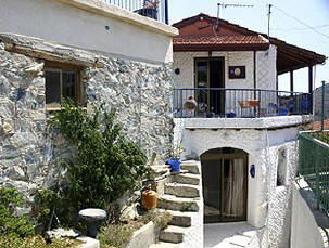 This property in Kalo Chorio near Limassol consists of a Village house and a seperate studio apartment.